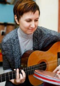 Владислава Владимировна Набиханова – музыкально-развивающий педагог, музыкотерапевт для детей с особенностями развития. Ведёт музыкальную терапию в группах и индивидуально в Детском развивающем центре «ЭСТЕР» на Водном стадионе.